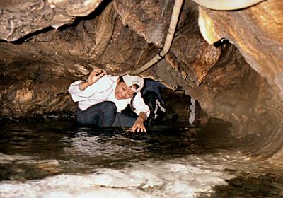 進むにつれ、手足だけでなくお尻まで濡れてしまうことになる  このときは水量が少ないので楽なほうでした