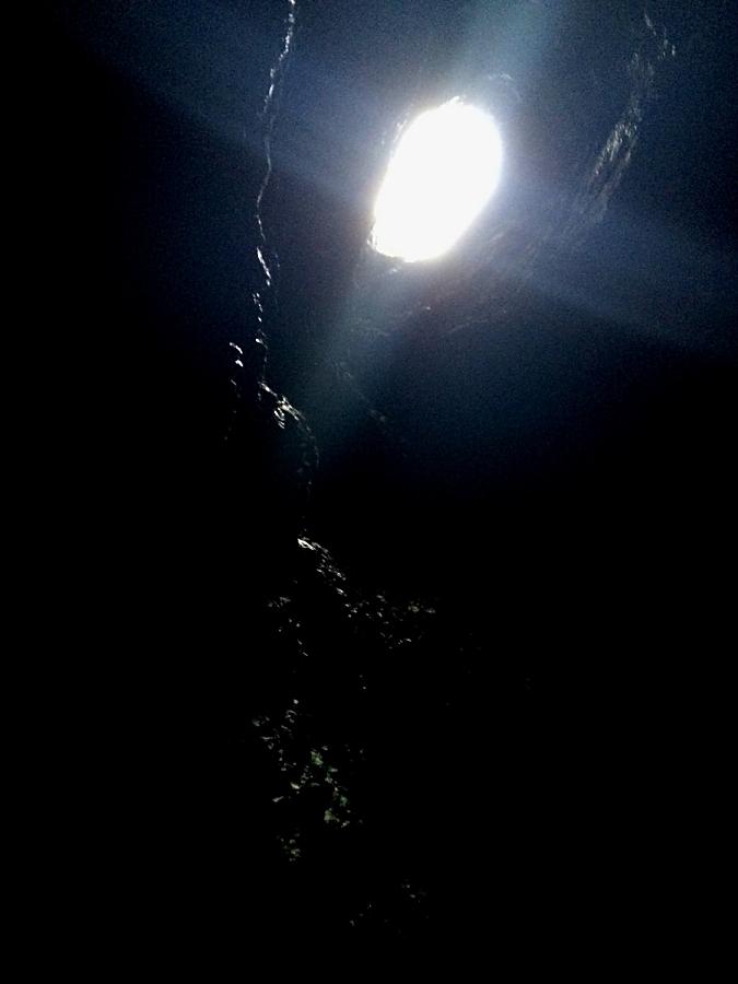 天に通じる竪穴の高さは15mぐらいか