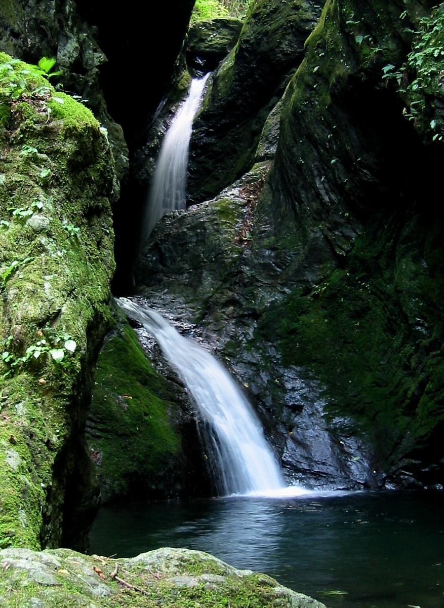 海沢ネジレの滝